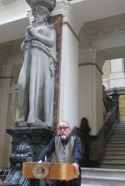 <h5>Conferencia de Mariano Muñoz Hidalgo, Doctor en Filosofía por la Université Paris-Sorbonne y Director del Diplomado en Encuadernación de la Universidad Finis Terrae.</h5>