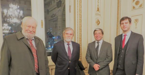<h3>Hugo Zepeda, abogado y académico; Juan Guillermo Prado, periodista y escritor; Pedro Pablo Guerrero, periodista de Artes y Letras de El Mercurio y Cristóbal Zepeda, abogado.</h3>