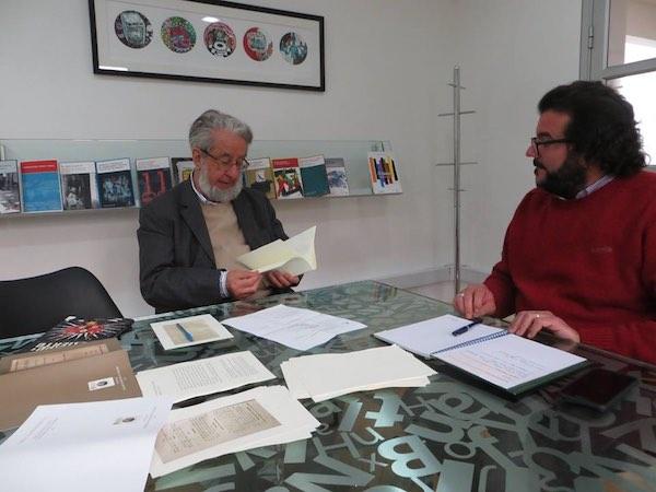 <h3>El Presidente de la SBCH, sr. Juan Ricardo Couyoumdjian, revisando todos los detalles del ejemplar de prueba en la editorial.</h3>