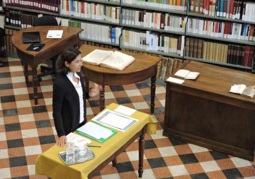 Alessandra Basso, Investigadora Y Estudiosa Del Libro Antiguo Expone En Aosta, Italia