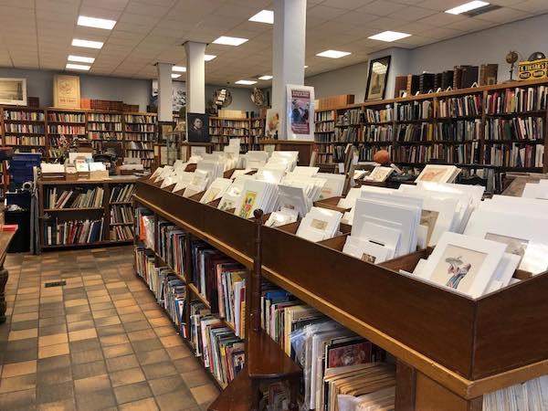 Interior de la Librería Volkswarenhuis en Amsterdam, Holanda.