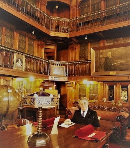 L'avvocato Paolo Tiezzi visita la Sala Medina, nella Biblioteca Nazionale del Cile.