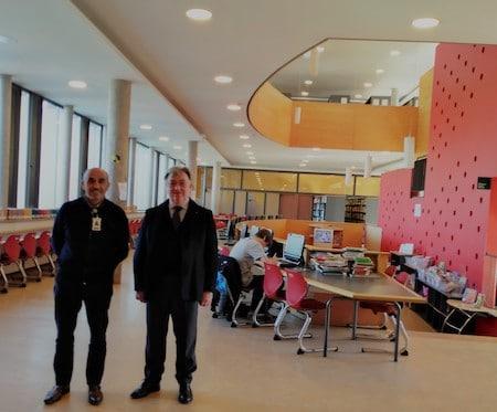 Dopo la riunione con Ítalo Oddone, Rettore della Scuola Italiana di Santiago, una visita alla Biblioteca.