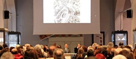 Vista della presentazione, con un pubblico molto interessato.