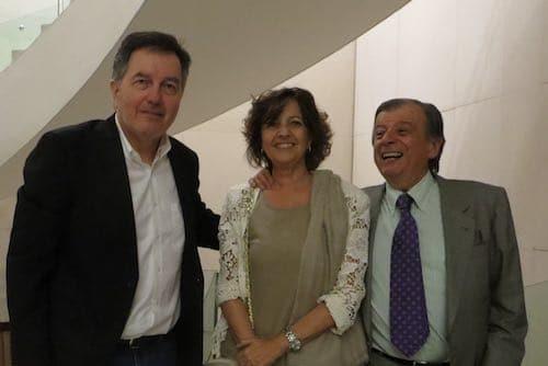 Roberto Ampuero (socio SBCH), con María Elena Comandari (socia de la Galería Artespacio) y Roberto Guerrero (socio SBCH)