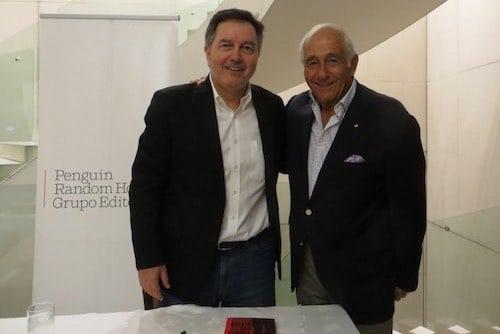 Roberto Ampuero (socio SBCH), con Miguel Schweitzer, Decano Facultad de Derecho, Universidad Finis Terrae