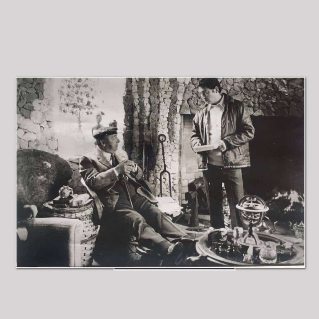 Dos socios de la SBCH: Pablo Neruda y Enrique Inda, en la casa del poeta en Isla Negra (1973)