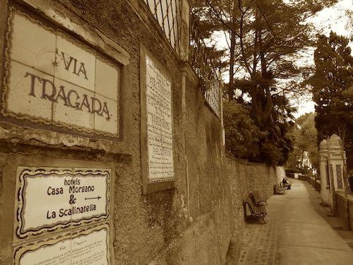 Vía Tragara, calle donde está la placa que indica vivienda de Neruda