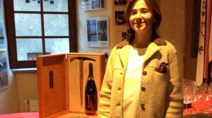 Alessandra Basso, Representante Del Museo En Italia, Invita A La Exposición De Neruda.