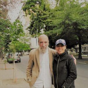 El poeta Raúl Zurita y Norma Alcamán, Directora de Booklife Asesorías Editoriales, en Santiago de Chile.