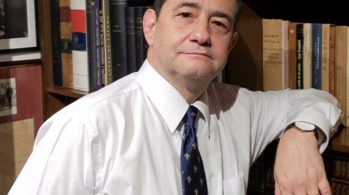Andrés Morales, Doctor En Literatura, Recita Y Comenta Un Fragmento De Neruda.